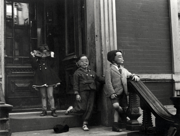 Helen Levitt's survey at the Albertina reviewed by Widewalls