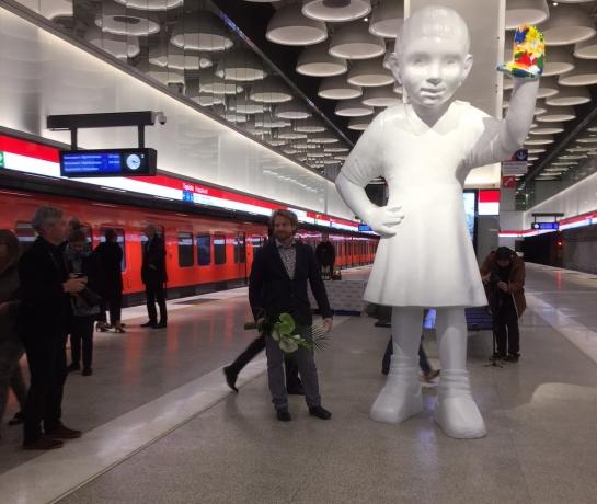 Kim Simonsson's public sculpture