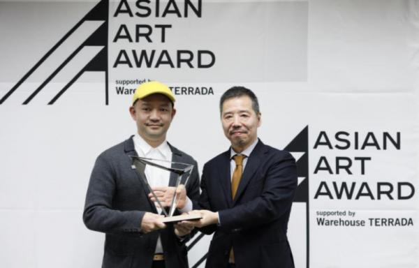 Takehito Koganezawa wins Asian Art Award