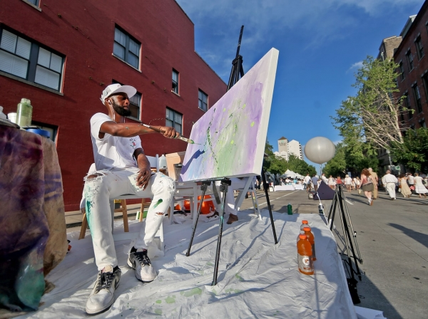 White Linen Night Brings Bright Night for Art Lovers on Julia Street