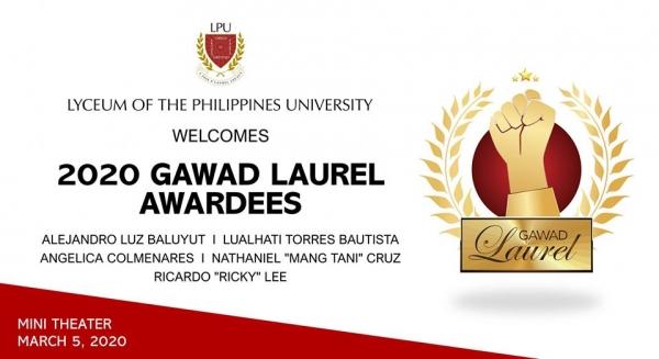 Alex Baluyut receives a Gawad Laurel Award