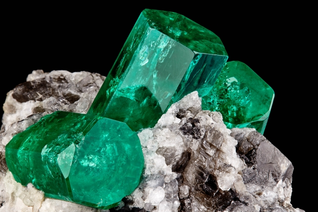 "Emerald on Calcite, ""The Three Amigos"""