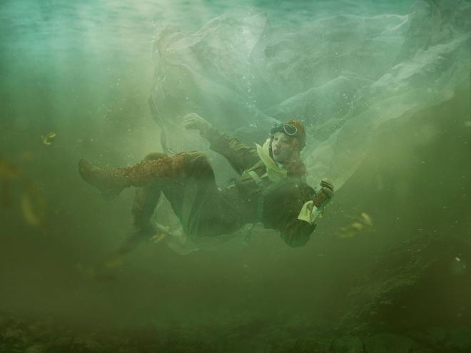 Elpais Semanal features Julia Fullerton-Batten's works