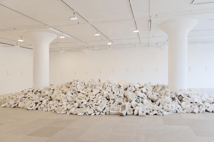 Installation view, Greene Naftali Gallery, 2015