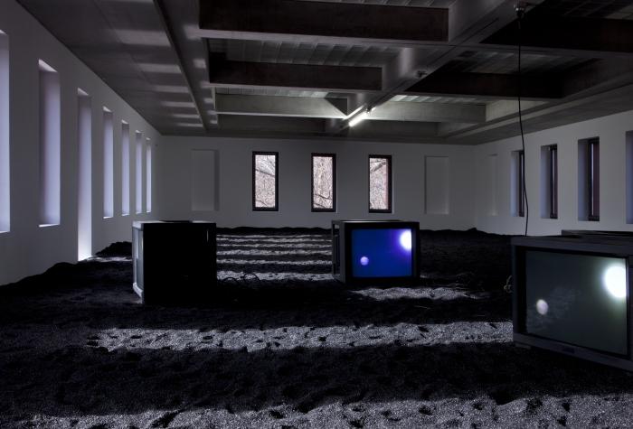 Installation view, Portikus, Frankfurt, 2013
