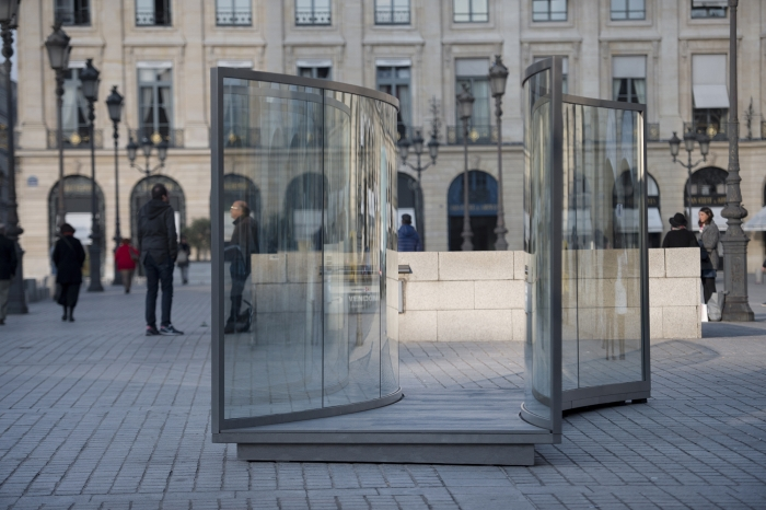 Dan Graham, Installation view, Place Vendôme, Paris, 2015