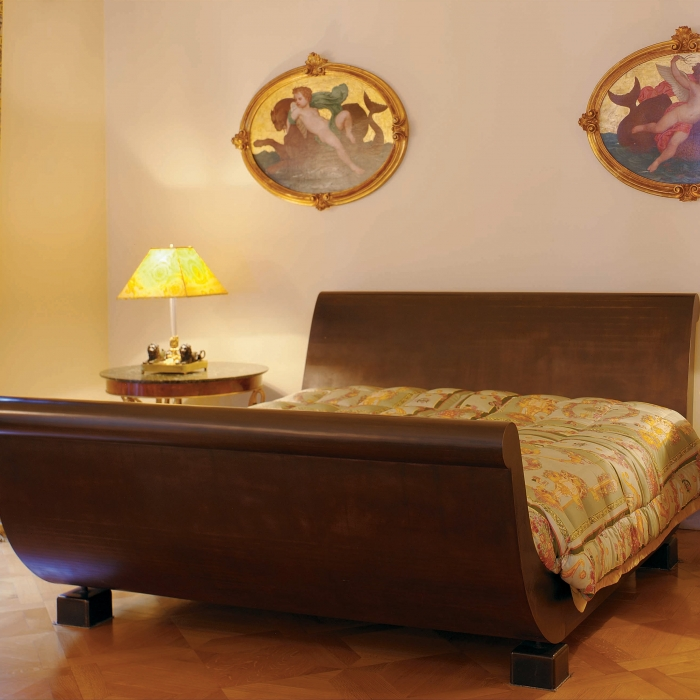 Sleigh Bed IV