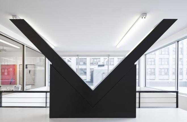Minimalist sculpture Ronald Bladen V