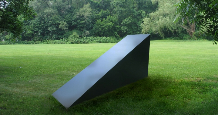 Wedge (mid scale), 1971, Painted aluminum