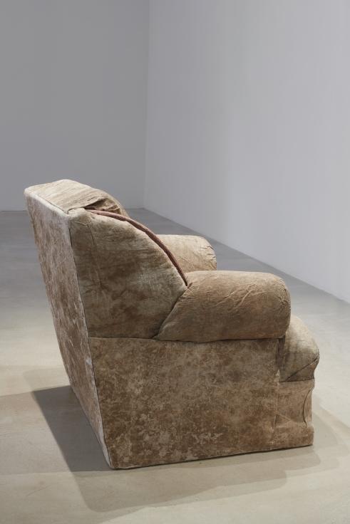 TERESA MARGOLLES Sillón tapizado frente a línea fronteriza / Upholstered armchair facing a borderline, 2019