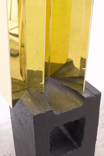 MICHAEL VICKERS | SUN BURIES WINNER | GOLD CHROMED ANODIZED ALUMINUM, SPRAY PAINT ON CONCRETE | 24 x 11 x 7 INCHES | 2015