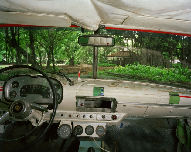 ALEX HARRIS  Almendares Park, looking west from Angel Torres Borrero's 1958 Dodge, Havana May 28, 1998