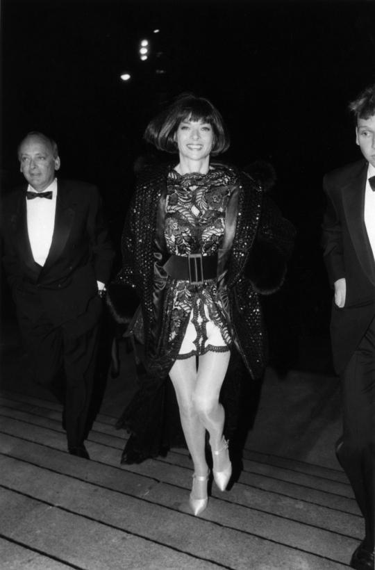 Bill Cunningham - Anna Wintour, Council of Fashion Designers of America, February 1991 Gelatin silver print, printed c. 1991 ; Bruce Silverstein Gallery