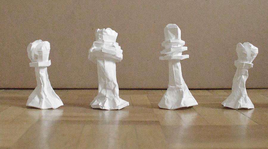 Serie estrujados (Marcel Duchamp. Buenos Aires Chess Pieces) 2013. Javier Arce