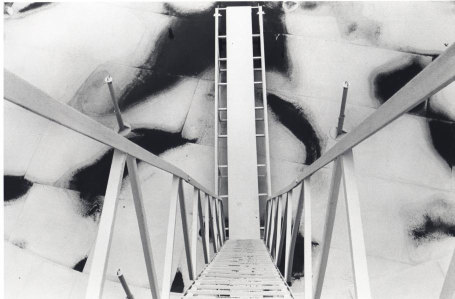 Burk Uzzle, Refinery Stairwell