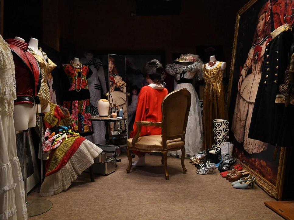 Morimura scene in dressing room