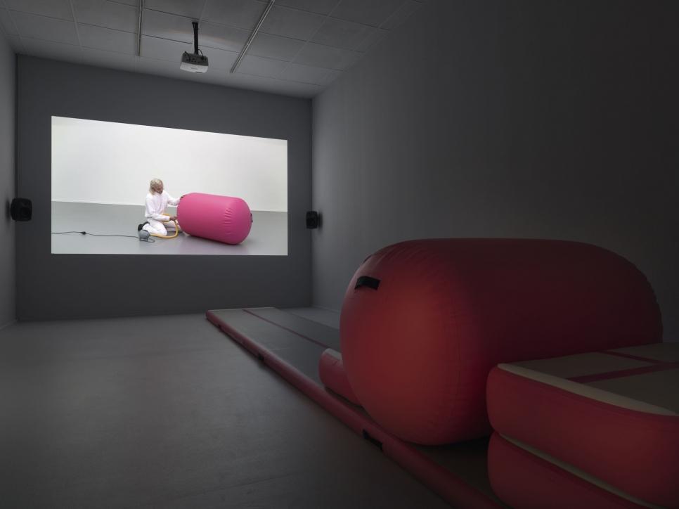 Alexandra Bachzetsis participa en Neuer Berlin Kunsteverin en Berlín con su exposición Instruction Pieces