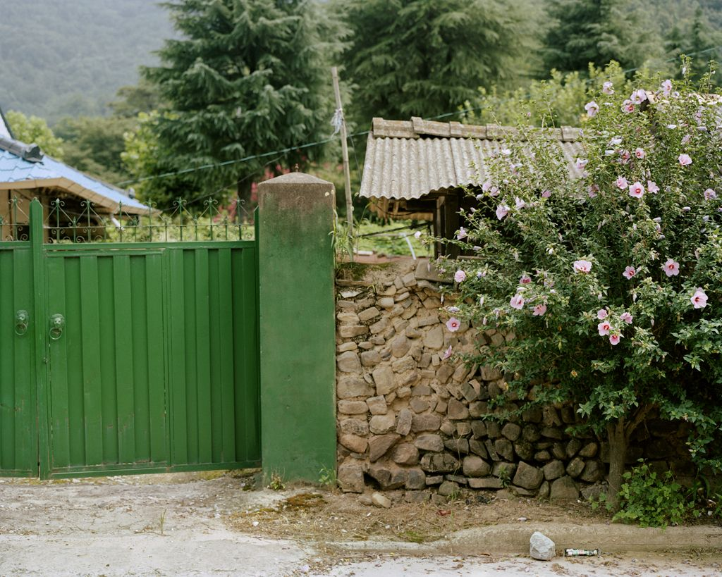 JINYOUNG KIM | HOME|THE FATHERS IN SANCTUARY | C-PRINT| 32X 40 INCHES | 2012