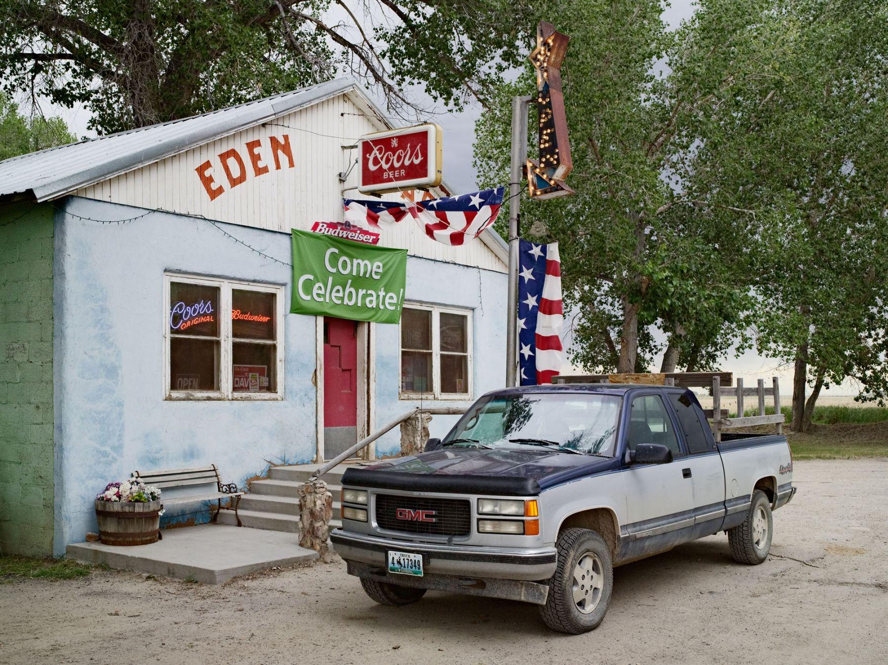 LUCAS FOGLIA, Eden Saloon, Eden, Wyoming, 2010