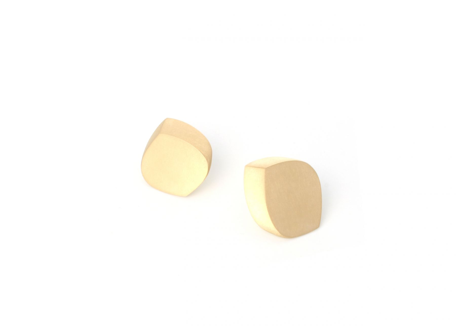 Chavent gold earrings, perspective