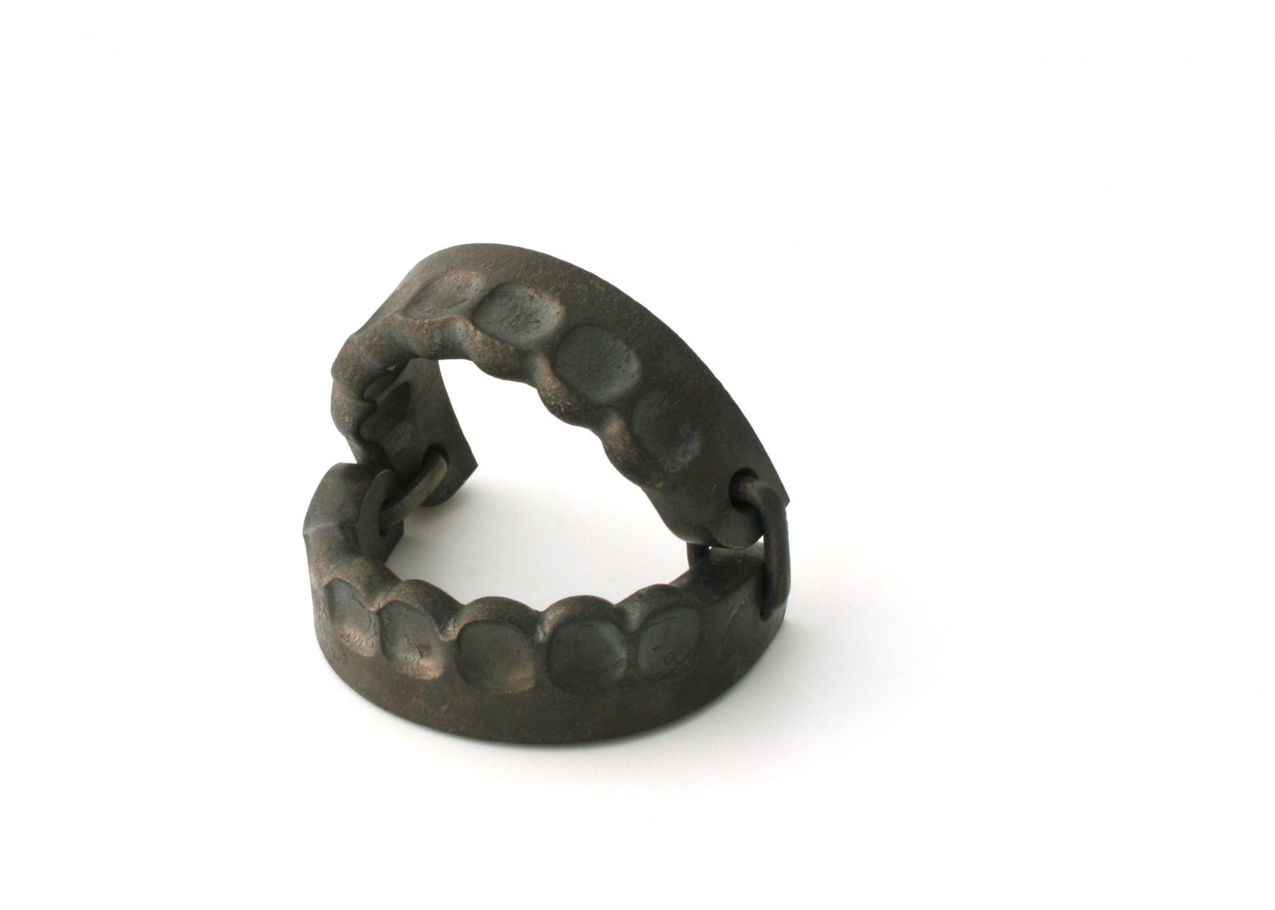 Sophie Hanagarth, forged iron bracelet, trap, Swiss, contemporary jewelry