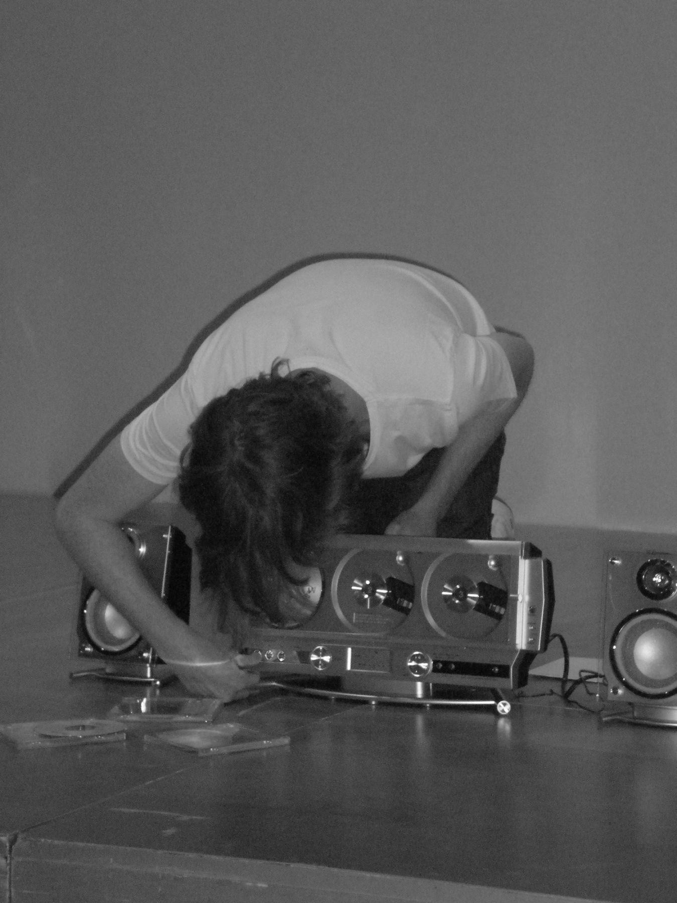 Cory Arcangel, Performance view, Music for Stereos, Hamburger Bahnhof, Berlin, 2010