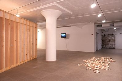 Installation view, Intermediate II, Greene Naftali, New York, 2001