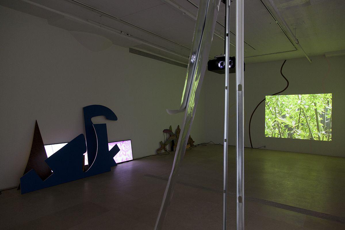 Hilary Lloyd, Installation view, Dock Lands, Greene Naftali, New York, 2017