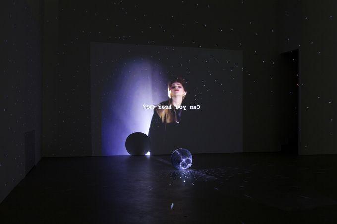 Trisha Baga, Madonna y el Nino, 2011