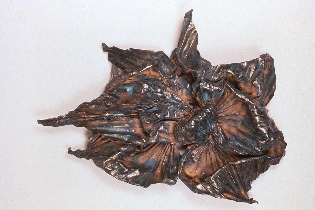 Lynda Benglis, Pope Waverly, 1986, wire mesh, bronze, chrome, 53 x 38 x 11 inches