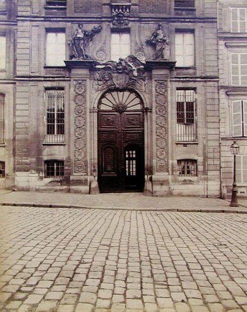 Eugène Atget, Porte, Versailles [Rue de l'Orangerie], 1902