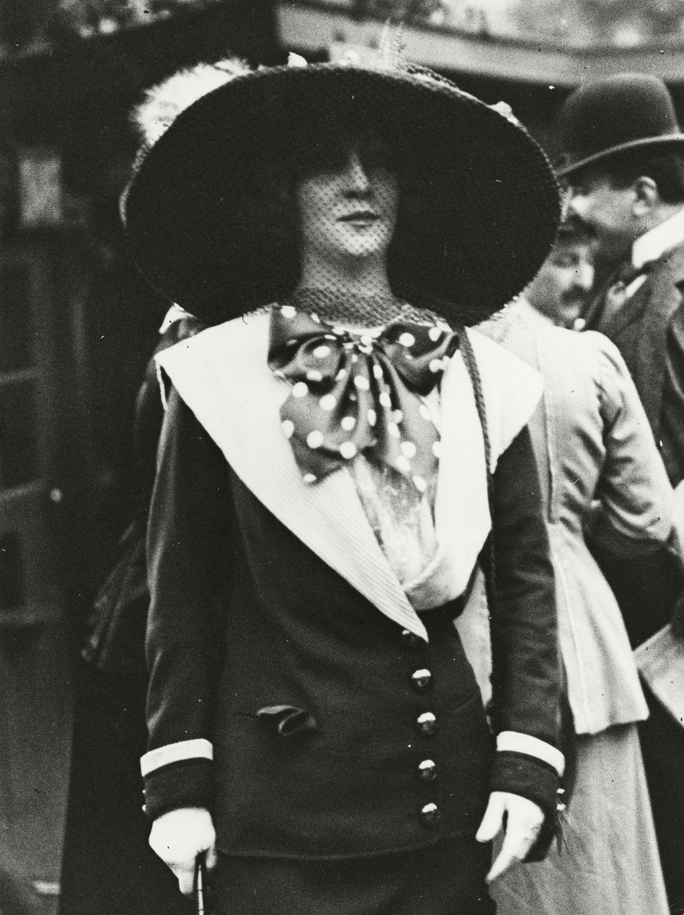 Jacques-Henri Lartigue - Liane de Lancy aux courses d'Auteuil, Paris, 1911 - Howard Greenberg Gallery