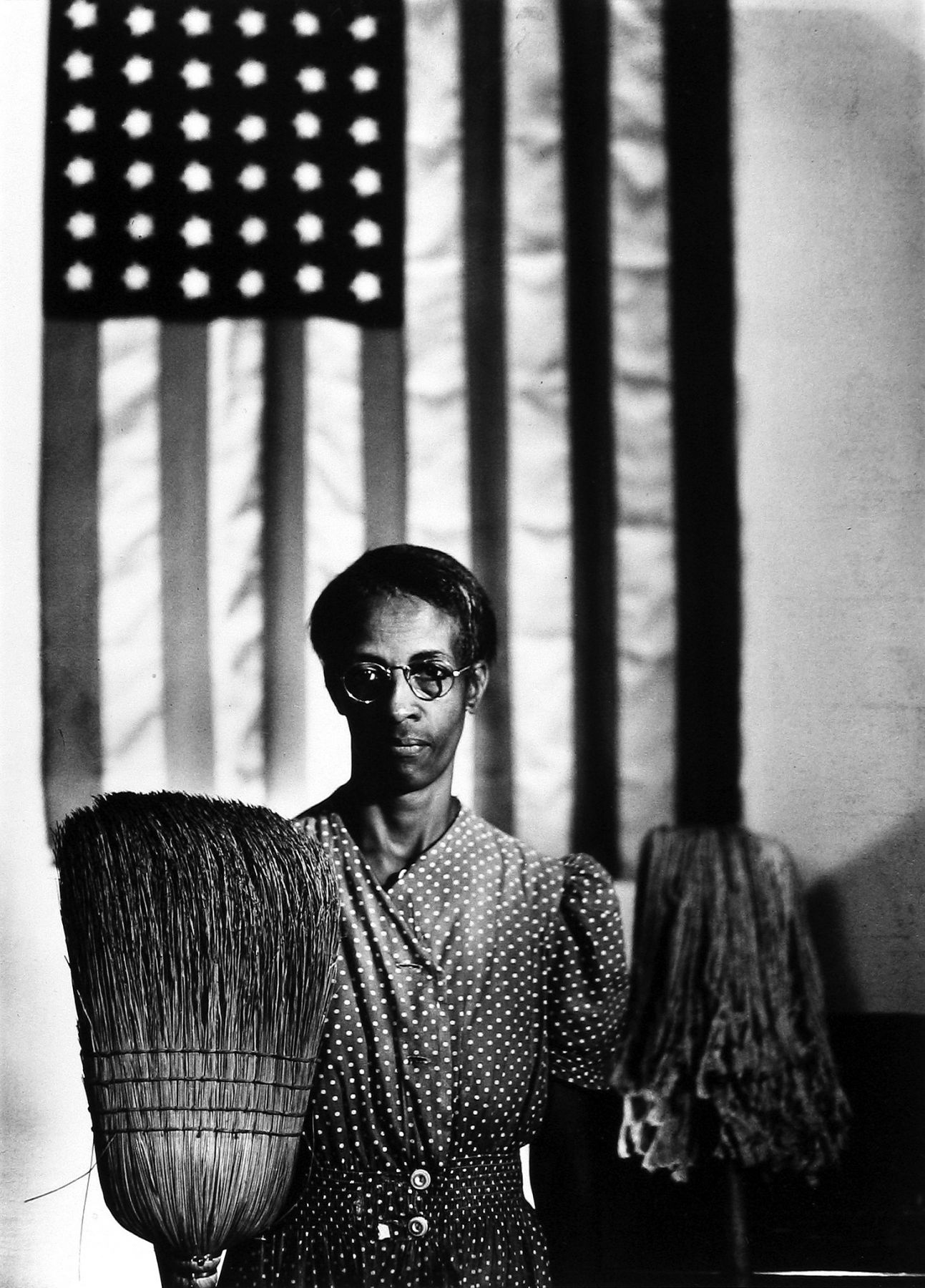 Gordon Parks - American Gothic, 1942 - Howard Greenberg Gallery - 2019