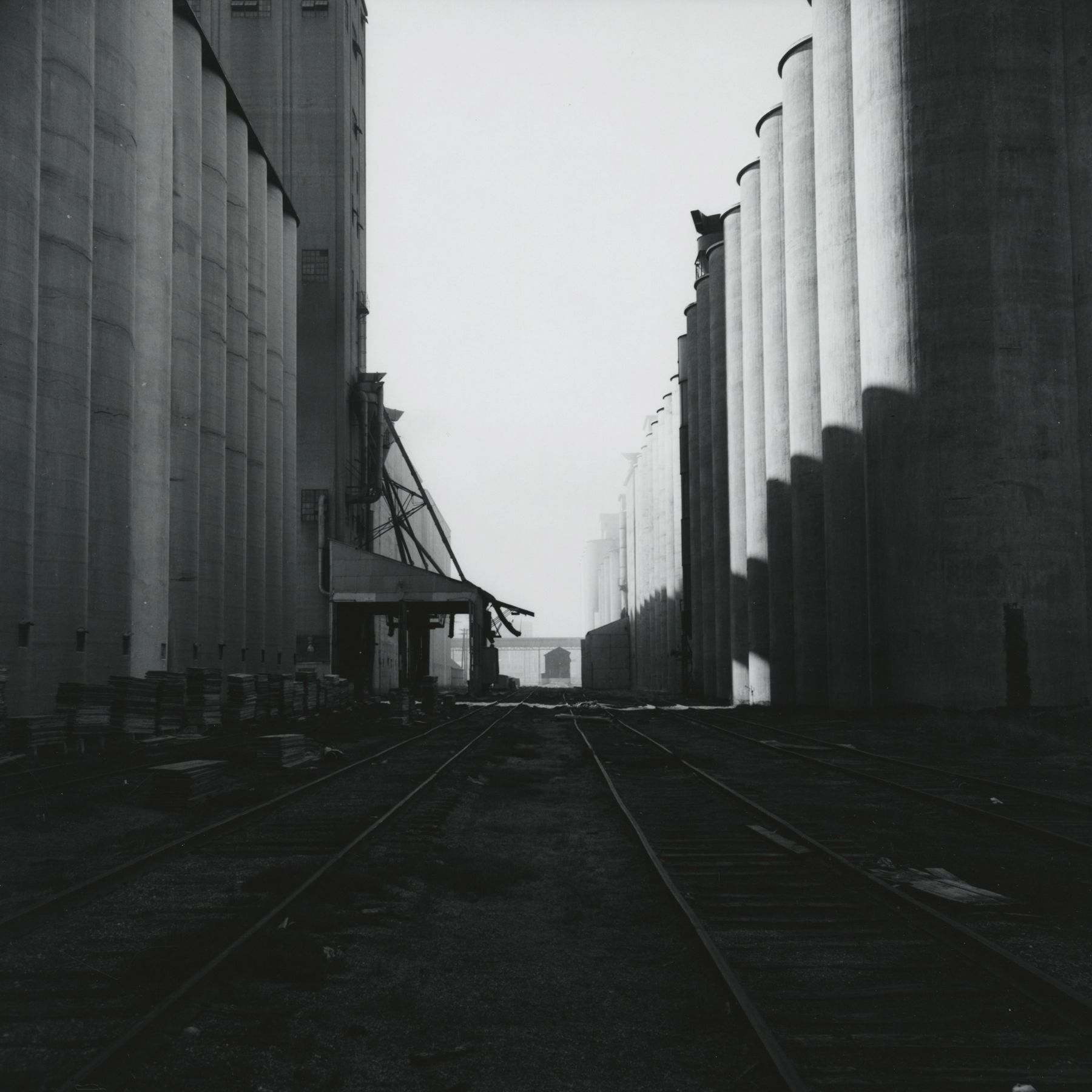 Frank Gohlke: Grain Elevators Howard Greenberg Gallery 2016