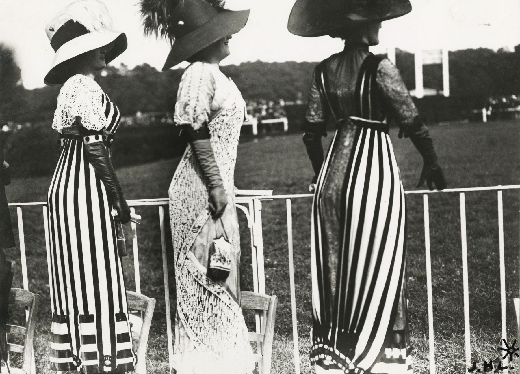 Jacques-Henri Lartigue - Carriage Day at the races at Auteuil, Paris, 1911 - Howard Greenberg Gallery