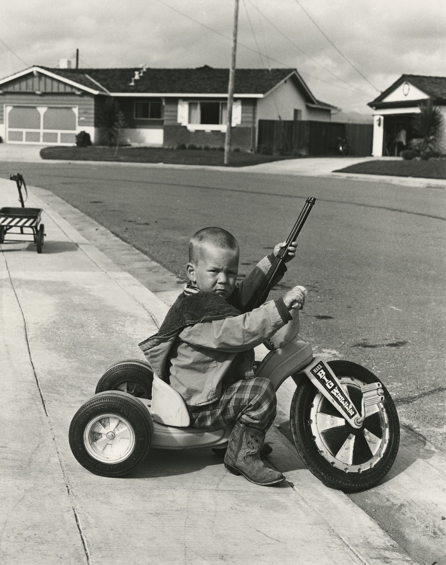 Bill Owens - I don't feel that Richie playing with a gun will have a negative effect on his personality, 1968-72 - Howard Greenberg Gallery - 2018