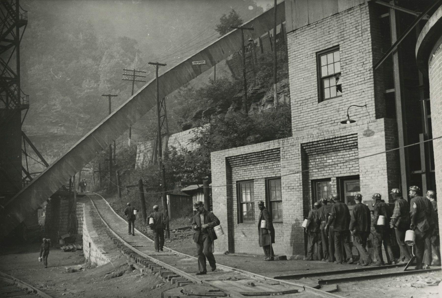 Marion Post-Wolcott - Untitled (men on tracks), 1941 - Howard Greenberg Gallery