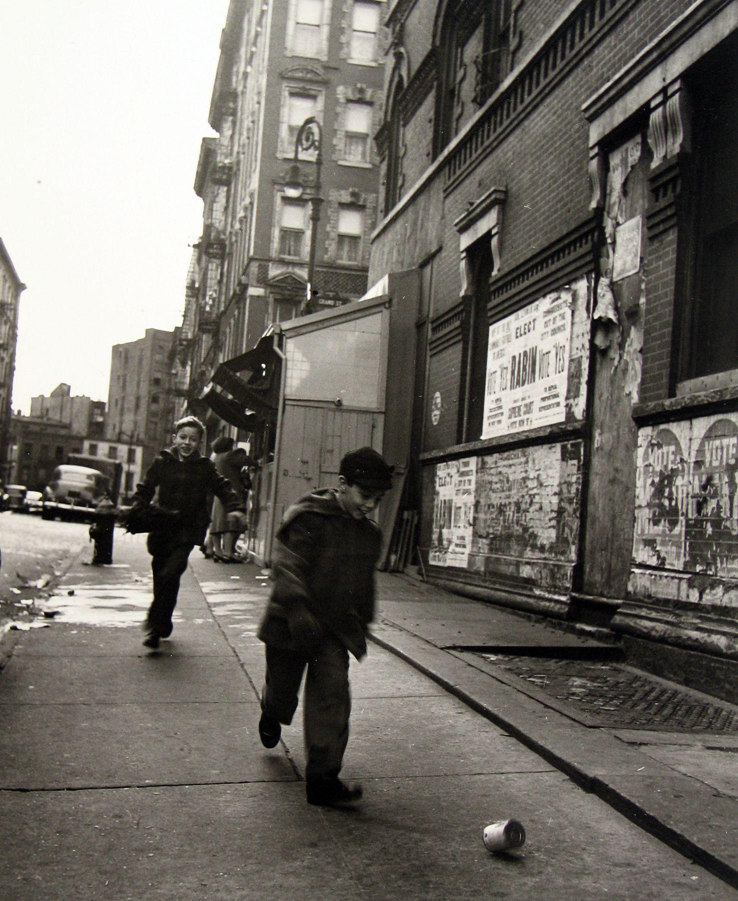 Rebecca Lepkoff - Lower East Side, 1946 - Howard Greenberg Gallery