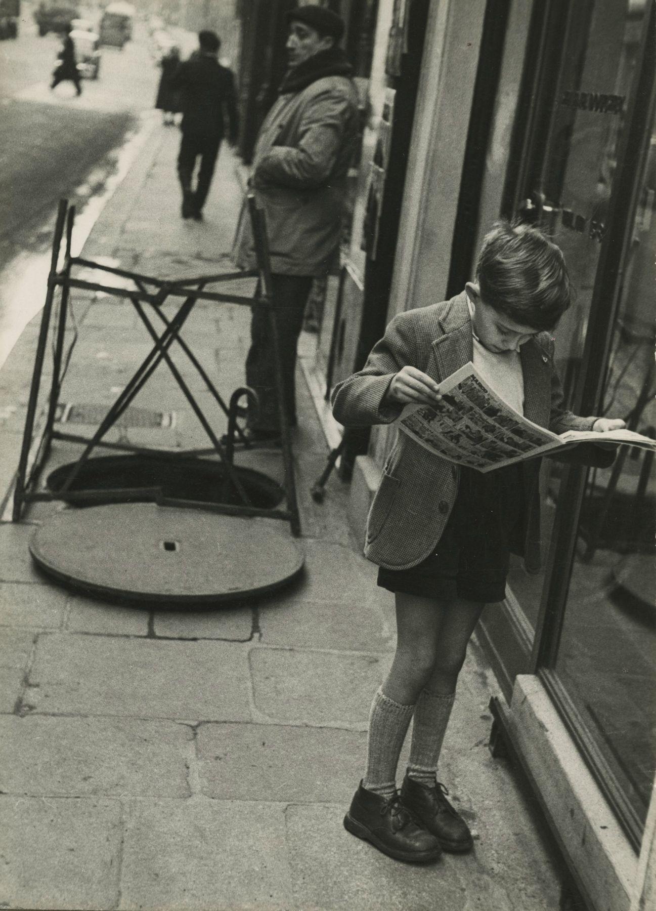 Louis Stettner - Boy Reading Comics, Paris, 1952 - Howard Greenberg Gallery