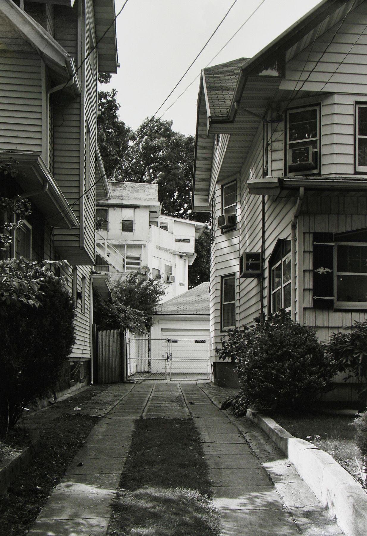 Frank Gohlke: Queens 2008 Howard Greenberg Gallery