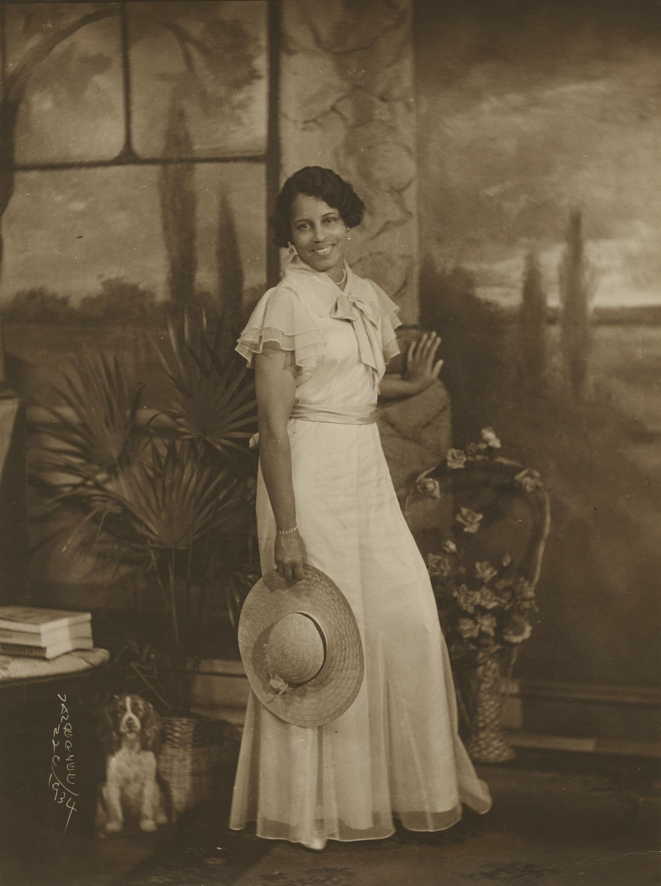 James Van Der Zee - Lady with Wide-brimmed Straw Hat, 1934 - Howard Greenberg Gallery