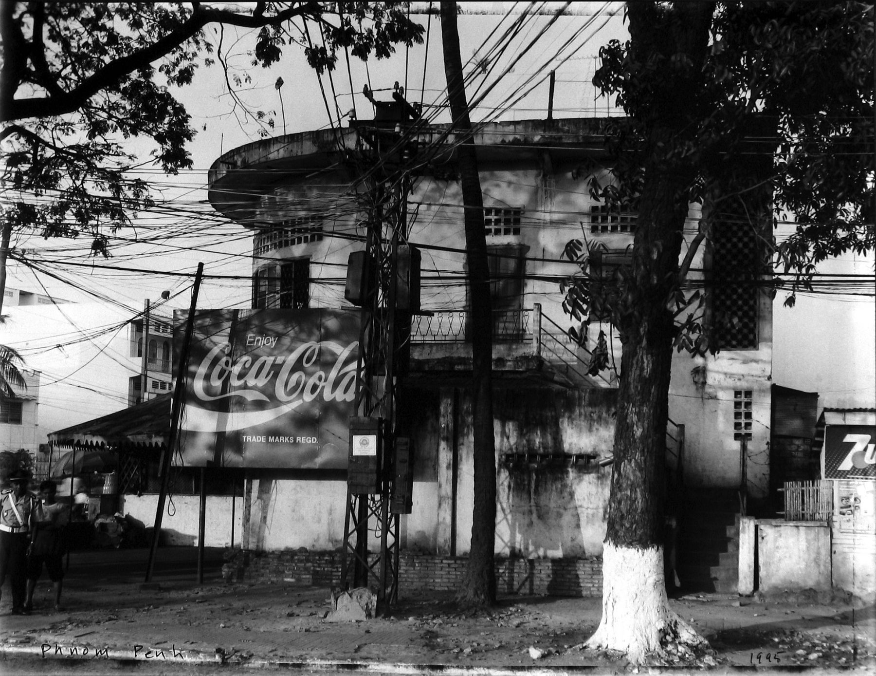 Bill Burke - Phnom Penh, 1995 - Howard Greenberg Gallery