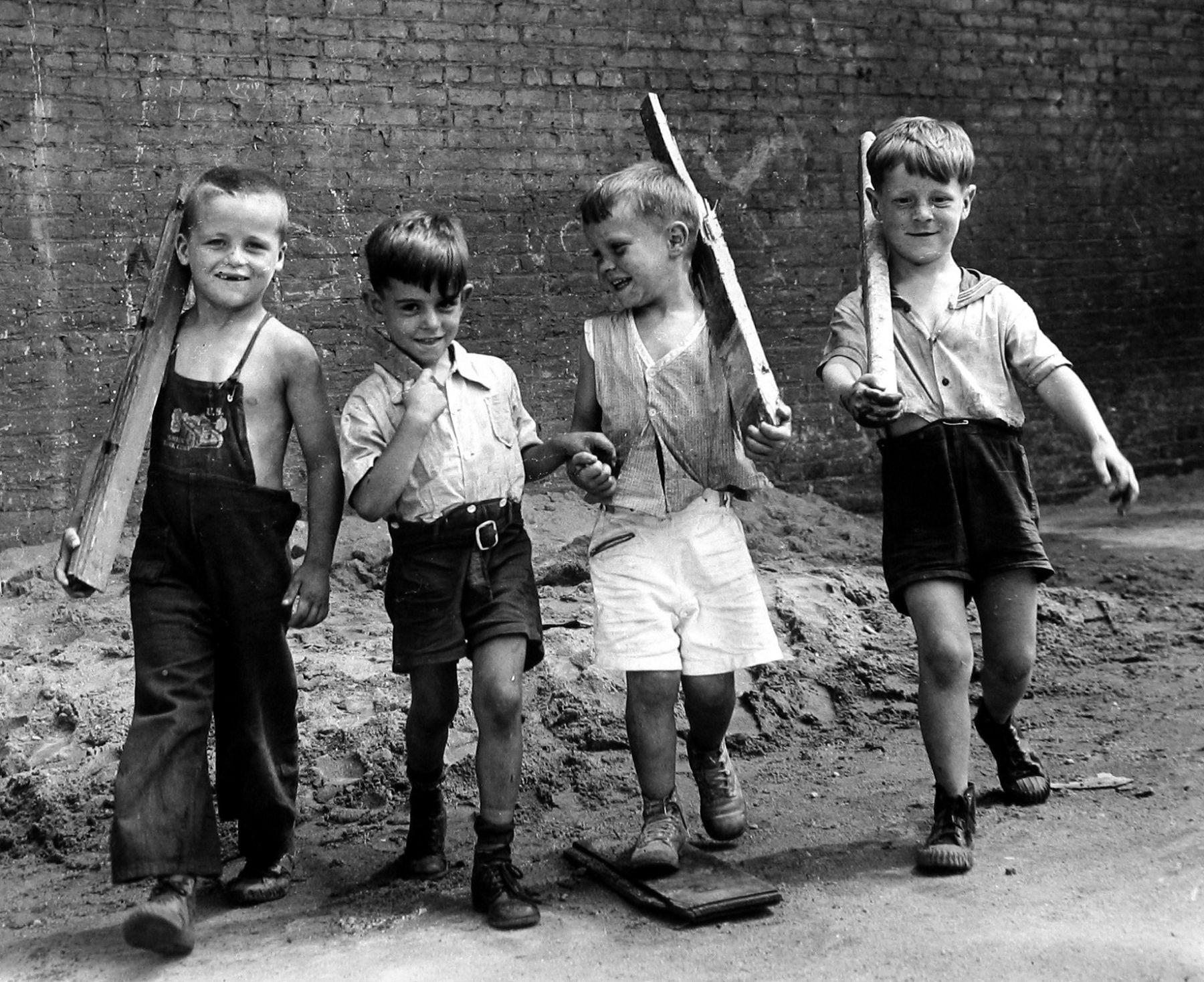 Arthur Leipzig - Marching Boys, 1943 - Howard Greenberg Gallery - 2018