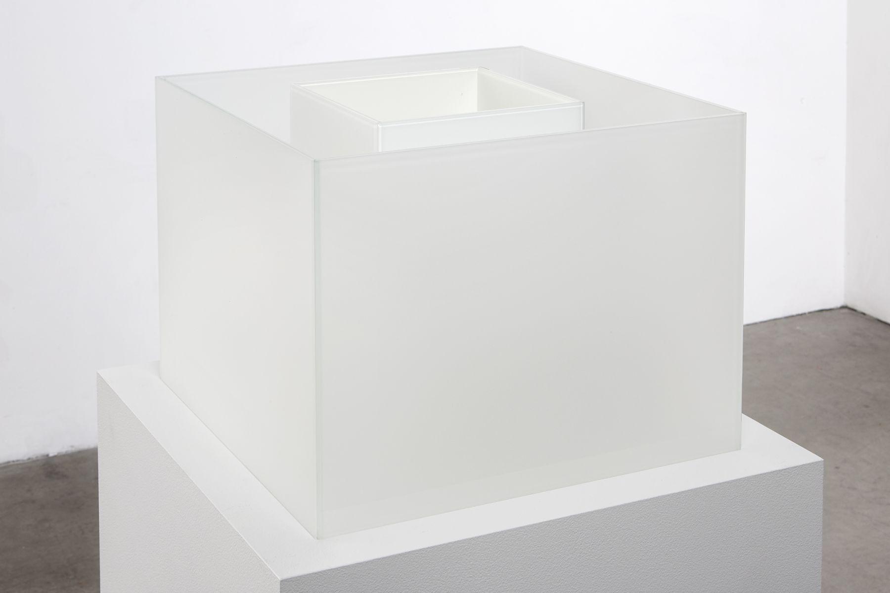 "ALT=""Larry Bell, Untitled Maquette (True Fog / Optimum White), 2018, Laminated glass cube"""