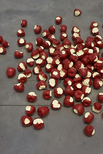 Tom Friedman, Untitled (apples), 2012