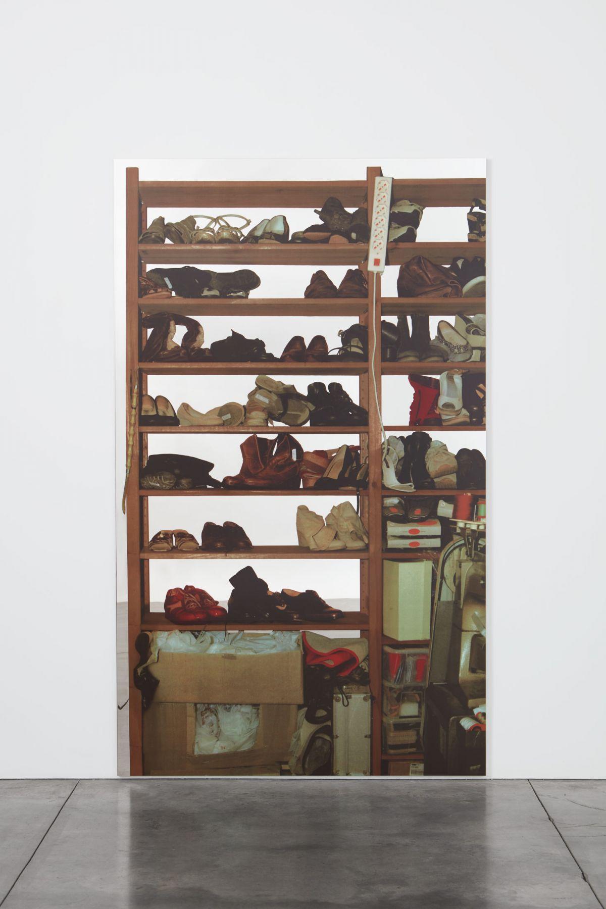 Michelangelo Pistoletto Scaffali – calzature, 2015