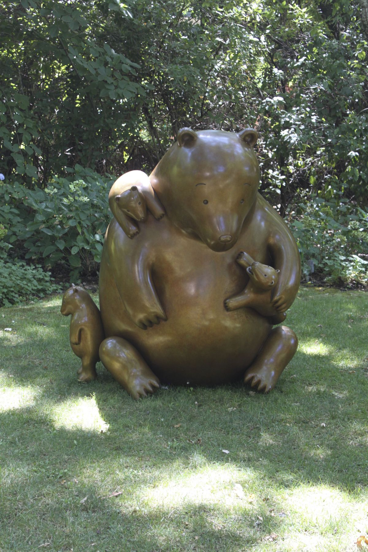 Tom Otterness, Mama Bear, 2011
