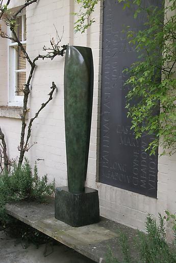 Barbara Hepworth Single Form (Eikon)