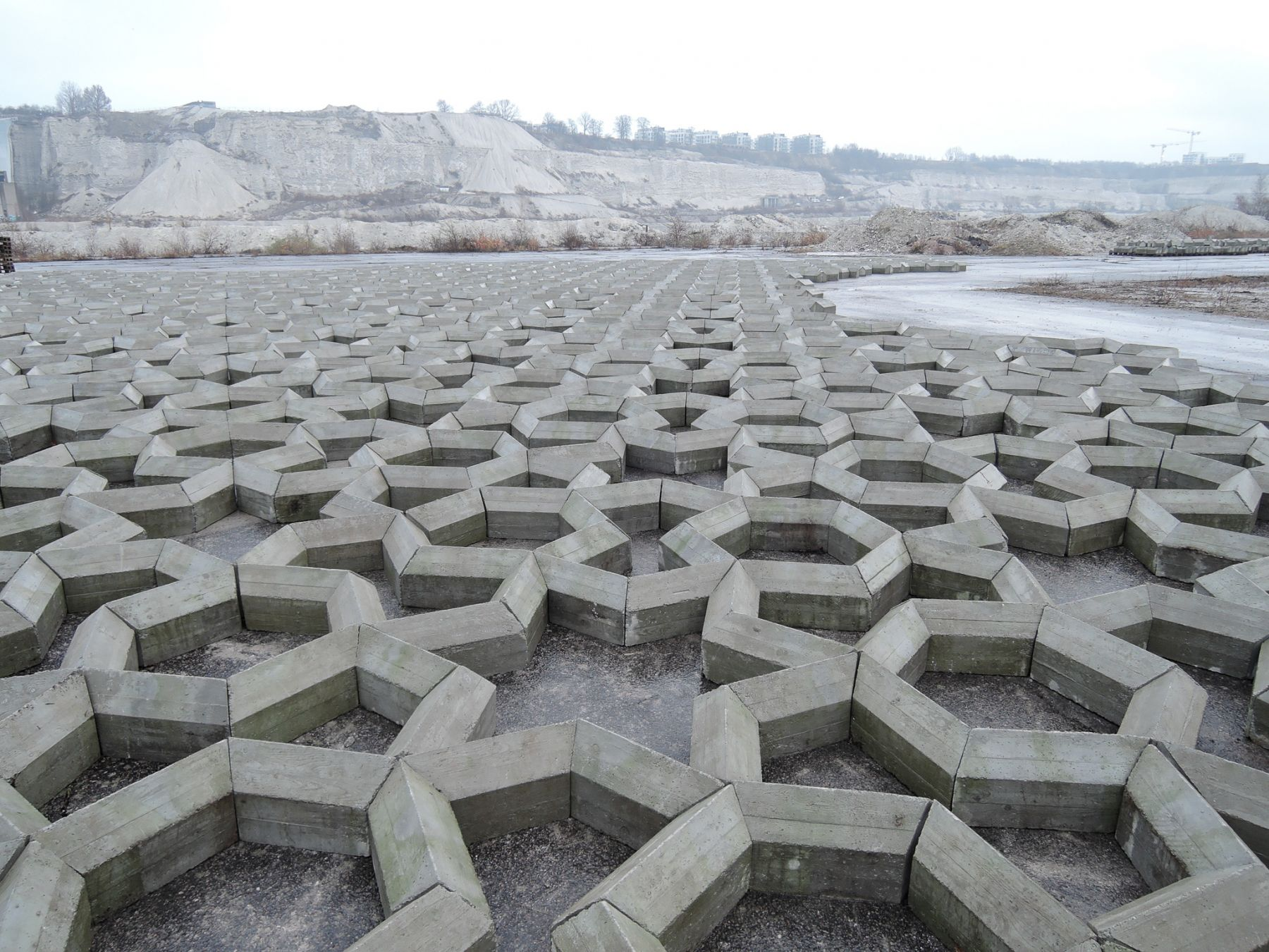 Mike Nelson, Imperfect geometry for a concrete quarry, 2016.