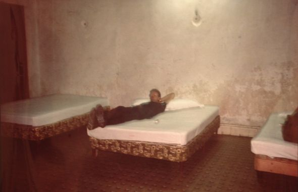 Bryan with 3 beds, Merida, Mexique, Nan Goldin, 1982